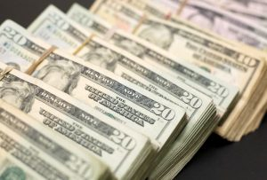 Dollar wins out as pandemic drives rush for liquid assets